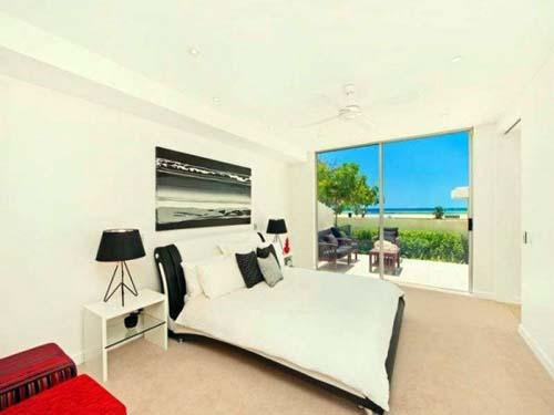 Deluxe Double Ensuite Master Bedroom Beachside Home