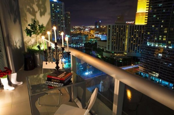 The high rise apartment in Miami, balcon